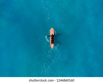 Surfer wave in ocean, top view aerial photo, tropical water