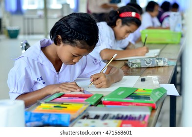 Surin , Thailand - August 20 : Students who have not entered the contest, drawing , painting on August 20,2016 at ASEAN project fair , Thailand .