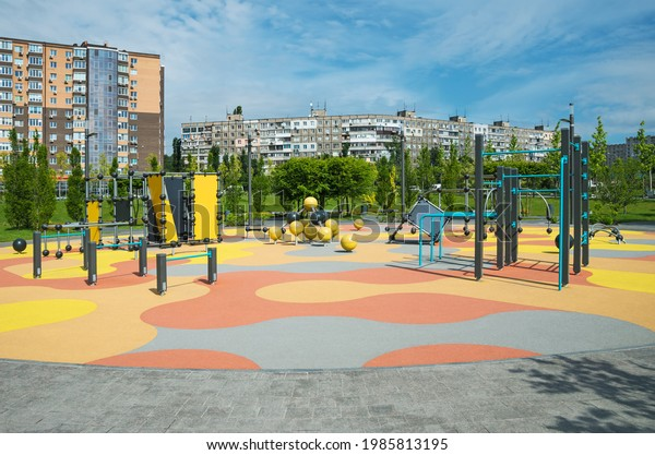 survey-view-colorful-large-playground-60