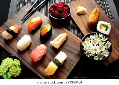 Sushi plate with small chrysanthemums