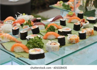 Sushi. Raw fish. Catering. Presentation. Exposure. Colors