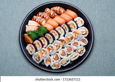 sushi and roll platter Japanese food