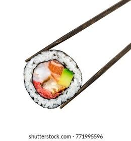 Sushi-Rollen mit Lachs, Garnelen und Avocado