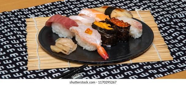 Sushi set 8 pieces, tuna, shrimp, salmon and sea urchin