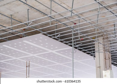 Suspended ceiling structure and installation of ceiling gypsum board