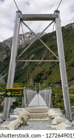 Suspension Bridge, Hooker Valley Track at Mount Cook, Aoraki, New Zealand, NZ