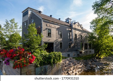 "Sutton, Canada - july 2020 : exterior view of the ""auberge Sutton brouerie"""