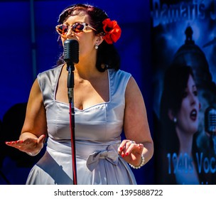 Sutton On Sea,Lincolnshire/UK-05/11/2019:singer at 1940's Vintage festival
