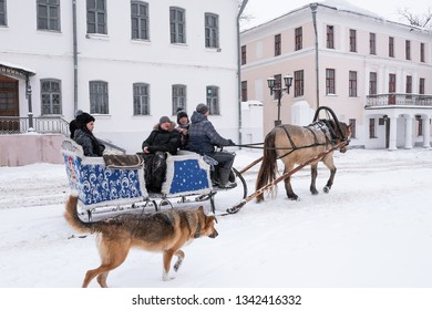 SUZDAL, VLADIMIR REGION/RUSSIA - FEBRUARY 13, 2019: Riding in horse sleigh in the winter