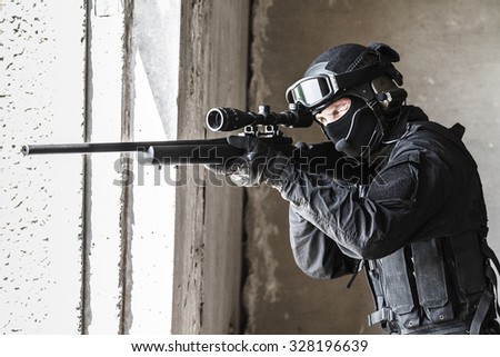 Swat Police Operator Sniper Rifle Action Foto de stock (editar ahora ...