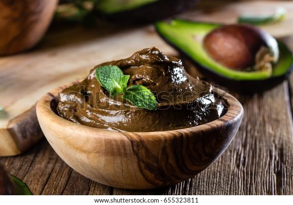 Süßes Avocado-Schokoladenmousse