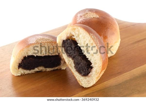 sweet bean paste bun