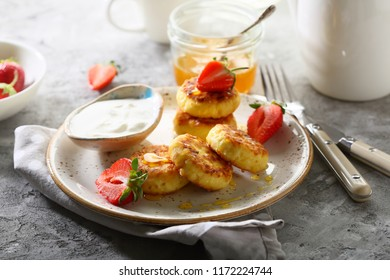 Sweet cheese pancakes with berry, food close-up