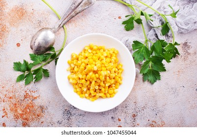 sweet corn, corn in bowl on a table