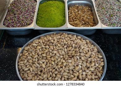"Künefe sweet countertops. Gaziantep's famous crispy ""künefe"" (künefe) supplies"