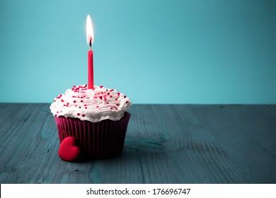 sweet little birthday cake