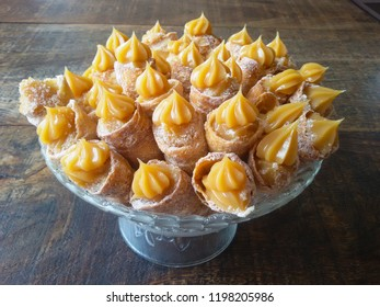 Sweet with the name of canudinho made with fried dough and stuffed with dulce de leche
