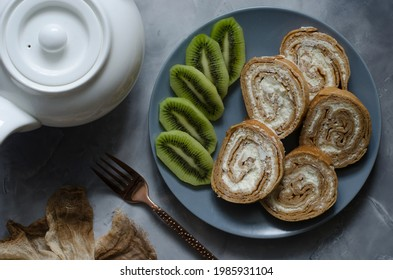 Sweet roll with cream cheese and nuts