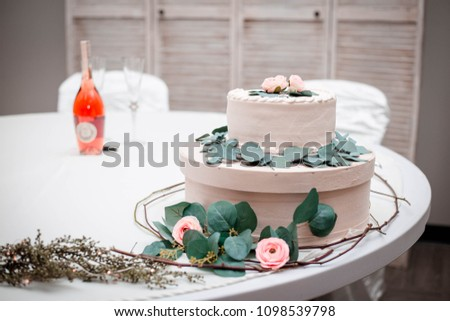 Sweetheart Table With Wine Bottle Cake Stand Roses And Leaves