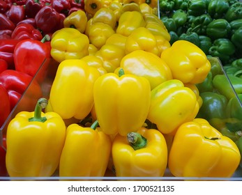Sweets pepper yellows in grocery store