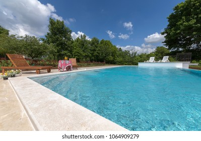 swiimming pool and fresh drink on the table