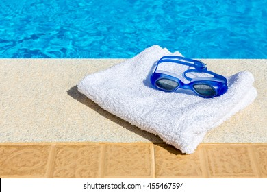 Swimming Pool Towels Images, Stock Photos & Vectors ...