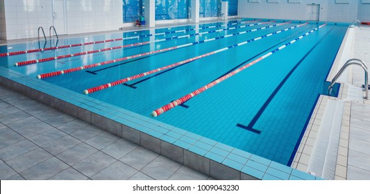 Swimming pool with race tracks or lanes