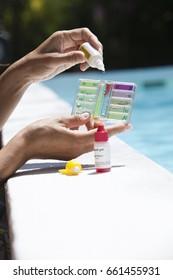 Swimming pool water analysis kit