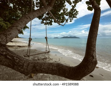 Swing on a tropical beach in Thailand/Swing on a beach