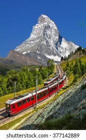 Schweizer Schönheit, Zahnradbahn unter Matterhorn, Zermatt, Wallis, Schweiz, Europa
