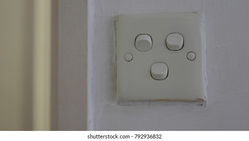 Switching off the light at home