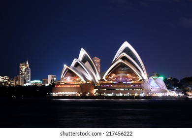 SYDNEY - August 19: The sails of the Sydney Opera House beam white at dusk on August 19, 2010 in Sydney, New South Wales, Australia.