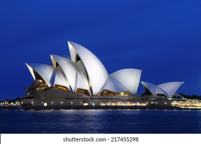 SYDNEY - August 22: The sails of the Sydney Opera House beam white at dusk on August 22, 2010 in Sydney, New South Wales, Australia.