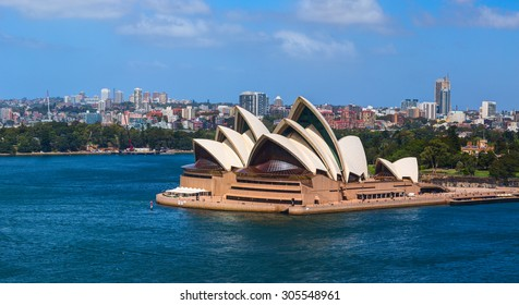 SYDNEY, AUSTRALIA - 05 MARCH 2015: The Sydney Opera House is a multi-venue performing arts center in Sydney, New South Wales, Australia. Situated on Bennelong Point in Sydney Harbour.