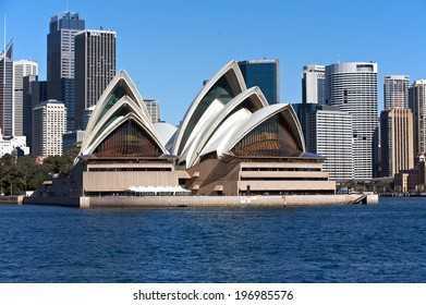 SYDNEY, AUSTRALIA - AUGUST 01 : Sydney Opera House in Sydney. 01 August 2009 in Sydney, Australia. A famous tourist attraction and popular landmark