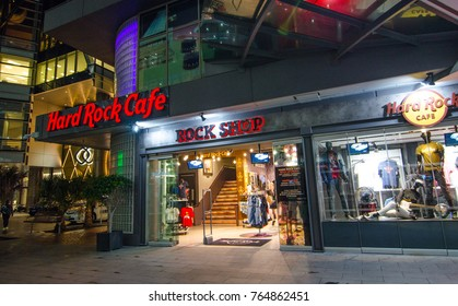 SYDNEY, AUSTRALIA. – On November 28, 2017. - Hard Rock Cafe fashion clothing and accessories retail store, the image shows shopfront at Darling Harbour Sydney Downtown at Night.