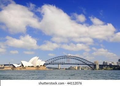 SYDNEY - NOV 24: The Sydney skyline featuring the Sydney Opera House and Harbour Bridge on Nov 24, 2009 in Syndey, Australia.