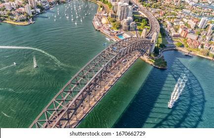 シドニー – 2015年11月10日:シドニーハーバー航空写真。同市は毎年1000万人の来場者を迎える。