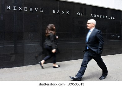 SYDNEY - OCT 20 2016:Business people pass by the Reserve Bank of Australia. It's the Australian central bank and banknote issuing authority since 1960 when it replaced the Commonwealth Bank functions.