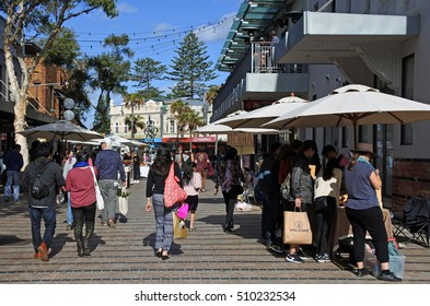SYDNEY - OCT 23 2016:Shoppers in Manly Sunday Market a famous beach-side suburb and tourist attraction of northern Sydney, in the state of New South Wales, Australia.