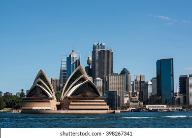 Sydney skyline shot from Kirribilli over the water with city skyline in background