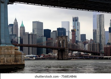 Sykline NYC with Brooklyn Bridge and One World Trade Center