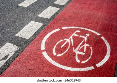 symbol for a bikeway on the ground