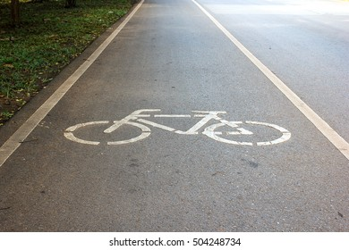 Symbol to indicate the road for bicycles.