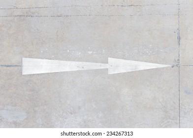 Symbol navigation arrows on the road
