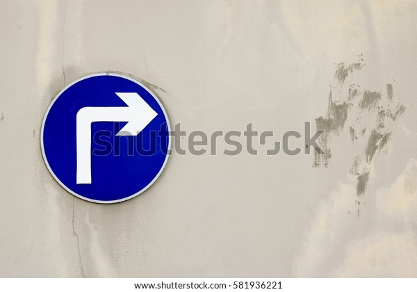 A symbol of turn right with peeling wall