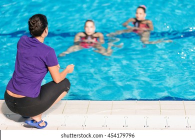 Synchronized Swimming training
