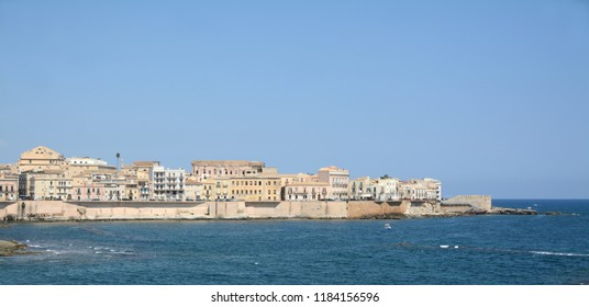 Syracuse is a city in Sicily where Archimedes was born. It is known for the ruins of antiquity. Here the peninsula of Ortigia which is the ancient center.