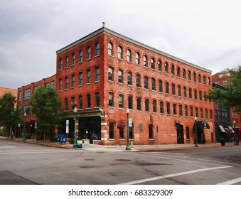 Syracuse, New York, USA. July 23, 2017. Corner of South Franklin and Walton Streets in the Armory Square section of downtown Syracuse.