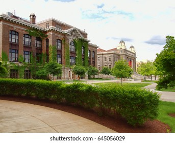 Syracuse, New York, USA. May 21, 2017. Syracuse University campus on Sims Ave with Bowne Hall, The Carnegie Library